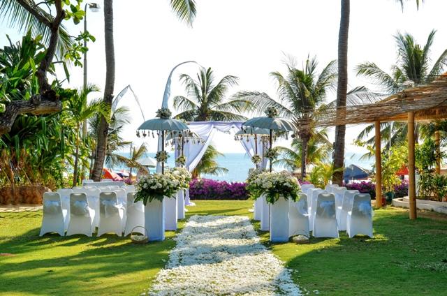 Beach-Club-Garden
